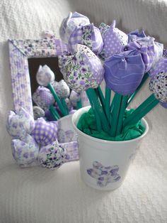 Fabric tulips with pencil and custom mirror, by Viva Estampa Presentes Artesanais