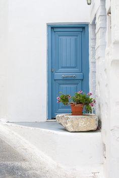Plan your trip. Room Wall Colors, Living Room Colors, Greek Garden, Santorini House, Greek Decor, Greek Blue, House On The Rock, Rustic Doors, Exterior Doors