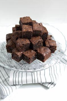 smeuïge brownies Brownies, Cupcakes, Candy, Desserts, Food, Vanilla, Cake Brownies, Tailgate Desserts, Cupcake