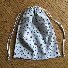 trait (celui à du haut) et marquez le pli Diy Bags Purses, Diy Purse, Drawstring Bag Diy, Coin Couture, Diy Backpack, Diy Wallet, Upcycled Crafts, Elegant, Sewing