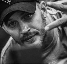Tom Hardy shared by Sona on We Heart It Tom Hardy Movies, Tom Hardy Hot, Stylish Haircuts, Thing 1, Most Beautiful Man, Gorgeous Guys, Beautiful People, Hot Actors, Peaky Blinders