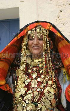 Tunisian Bride Outside Her Home Wearing Traditional Dress Is Showing Off Her Gold Jewelry Just Before Her Wedding | ©Athanasios Papadopoulos / Alamy Stock Photo