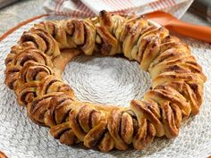 Klippekrans   Oppskrift   Meny.no Sausage, Cookies, Desserts, Food, Crack Crackers, Tailgate Desserts, Deserts, Sausages, Biscuits
