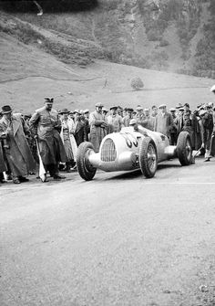 all I'm sure about with this photo is it's the and the car is an Auto Union -hillclimb. Car Images, Car Photos, Grand Prix, Le Mans, Audi Q, Vw Group, Classic Race Cars, Ferdinand Porsche, Racing Events