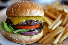 If this isn't a gorgeous burger, I don't know what is. Burger Dogs, Burger And Fries, Cheeseburgers, Hamburgers, National Cheeseburger Day, Burgers And More, Turkey Burgers, Group Meals, Sandwich Recipes