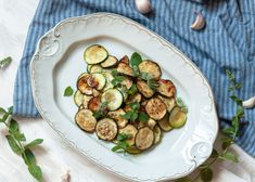 MARINIERTE ZUCCHINI nach neapolitanischer Art Bruschetta, Sprouts, Vegetables, Food, Fried Zucchini, Food Recipes, Drinking, Essen, Meal