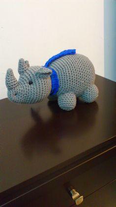 FREE-- Rhino (with translation) Crochet Hippo, Crochet Animal Amigurumi, Crochet Animals, Crochet Toys, Knit Crochet, Amigurumi Free, Amigurumi Patterns, Crochet Patterns, Sock Toys