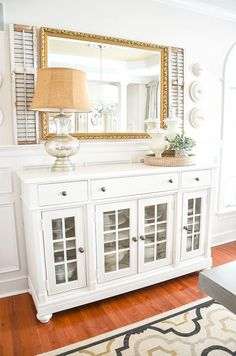 Dining room Feng Shui Dos and don'ts Sideboard Dekor, Dining Room Sideboard, Dining Buffet, Dining Room Walls, Dining Room Design, Buffet Table Ideas Decor Dining Rooms, White Buffet Table, Buffet Tables, Buffet Ideas