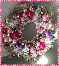 Kerstkrans Christmas Wreaths, Christmas Decorations, Holiday Decor, Ornament Wreath, Ornaments, Decorating, Space, Home Decor, Christmas Garlands