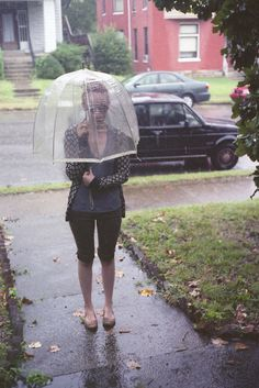 I've always wanted one of these!!! If I had one of these I would def use an umbrella! :)