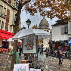 View of #SacreCœur #basilica from an #artist #easel on the #PlaceduTertre #Montmartre #Paris #IgersParis #Parismaville #Parisjetaime #villedeParis #parisfind #thestreetsofparis (at Place du Tertre)