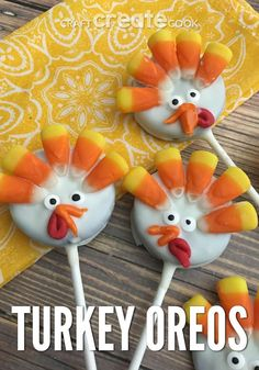 It's November and Thanksgiving is sneaking up, if you need a quick and easy dessert for the kids to make these Turkey Oreo Pops will do the trick. The dessert of choice around Thanksgiving is Easy Desserts For Kids, Kid Desserts, Holiday Desserts, Holiday Treats, Thanksgiving Cake Pops, Thanksgiving Deserts, Christmas Deserts, Thanksgiving For Kids, Christmas Holiday