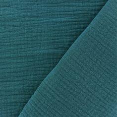 La gaze de coton est un tissu extrêmement léger, caractérisée par un tissage de fil de coton assez écarté. Elle est souvent employée pour des vêtements d'enfants, des gigoteuses ou encore afin de confectionner des plaids ou des coussins.