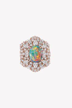 Ода опалам в коллекции драгоценностей Dior et d'Opales   Украшения   VOGUE Dior Jewelry, Sapphire, Enamel, Engagement Rings, Vogue, Accessories, Fashion, Opal, Jewerly