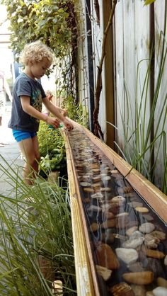 Diy garden boat and play river for our kids! Love it !Diy garden boat and play river for our kids! Love it! DIY diynaturalplaygrounds River for Gartenboot Games in the Kids Outdoor Play, Outdoor Play Spaces, Backyard For Kids, Garden Kids, Diy Garden Ideas For Kids, Kids Diy, Diy Garden Toys, Gardens For Kids, Childrens Play Area Garden
