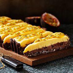 Fryst choklad- och passionstårta | Recept ICA.se