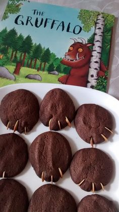 Gruffalo Biscuits (Rezept Gruffalo Biscuits (Rezept) The post Gruffalo Biscuits (Rezept appeared first on Kinder ideen. and Drink activities Gruffalo Biscuits (Rezept - Kinder ideen Gruffalo Activities, Gruffalo Party, The Gruffalo, Gruffalo Eyfs, Motor Activities, Chocolate Biscuit Recipe, Chocolate Biscuits, World Book Day Activities, First Birthday Parties
