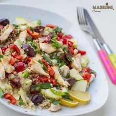 O salata colorata si vesela, excelenta pentru masa de pranz. Chicken Quinoa Salad, Pasta Salad, Cobb Salad, Potato Salad, Healthy Recipes, Healthy Food, Favorite Recipes, Lunch, Gluten