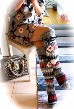 Irish lace, crochet, crochet patterns, clothing and decorations for the house, crocheted. Cable Knit Socks, Wool Socks, Knitting Socks, Crochet Socks Pattern, Crochet Slippers, Crochet Patterns, Irish Crochet, Knit Crochet, Thigh High Leggings