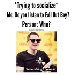 """So i asked my crush, """"Do you like centuries by fall out boy?"""" i went :O WHAAAATTTTTT and then i heard some one say they like uptown funk i said shut up i hate that song. Fall Out Boy, Emo Bands, Music Bands, Bad Songs, Save Rock And Roll, Soul Punk, Pete Wentz, This Is A Book, Band Memes"""