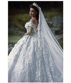 8 High-Tech Wedding Ideas -- More 10 Unexpected Wallet-Friendly Wedding Ideas Weeding Dress, Dream Wedding Dresses, Bridal Dresses, Beautiful Gowns, Beautiful Bride, Kourtney Kardashian, Wedding Looks, Tyga, Wedding Styles