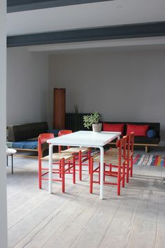 Alvar Aalto table teamed with Mogensen 'Shaker' chairs... simple abelsloane1934.com