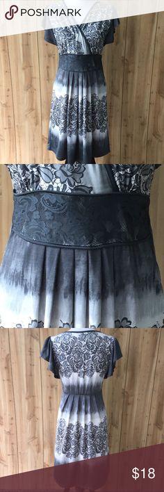 b388b7ac653 Shop Women s VENUS Gray size S Dresses at a discounted price at Poshmark.  Description  Short Flutter Sleeves