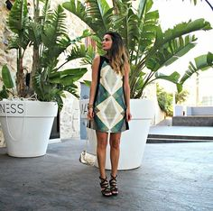 "La blogger ""El Collar De Bolas Rosas"" con un #AMARILLOLIMÓN #DRESS. ¡Estupenda!"