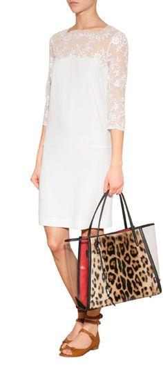 Federleichter Cocktail-Chic: das reinweiße Shiftkleid mit Couture-Spitze vom Luxus-Label Ermanno Scervino #Stylebop