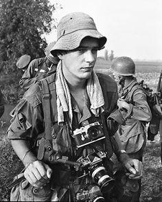 Photojournalist Tim Page in Vietnam Vietnam History, Vietnam War Photos, American War, American History, Gopro Photography, Landscape Photography, Portrait Photography, North Vietnam, Famous Photographers