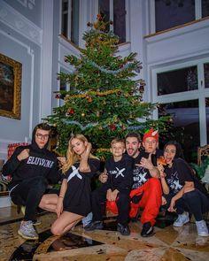 "Polubienia: 285.8 tys., komentarze: 1,895 – Lexy👼🏽 (@lexychaplin) na Instagramie: ""TEAM X"" Jaipur, Christmas Sweaters, Photo And Video, Holiday Decor, Instagram, Babe, King, Queen, Tv"