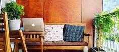 Jede Krise ist eine Chance. Seit den frühen Tagen von nonconform ist Remote Working bzw. das Arbeiten von Zuhause aus fester Bestandteil unserer Unternehmenskultur und -philosophie. Unser Team hat sich deshalb bereits darauf eingestellt und wir arbeiten an verschiedenen Orten weiterhin an unseren Projekten. Couch, Furniture, Home Decor, Philosophy, Things To Do, Architecture, Projects, Tips, Settee