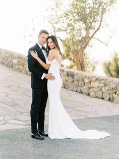 Intimate & romantic Malibu Mountaintop Elopement | Malibu Elopement & Real Weddings - ERICA STREELMAN PHOTOGRAPHY | Magnolia Rouge: Fine Art Wedding Blog | Romantic Wedding Photos | Wedding Dresses | Groom Style