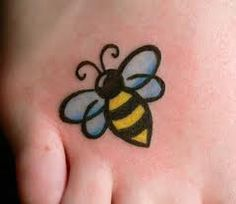 "I want a bee tattoo because I love Blind Melon's ""No Rain"" I'm the bumblebee girl in the video Bumble Bee Tattoo, Honey Bee Tattoo, Bee Tattoo Meaning, Tattoos With Meaning, Body Art Tattoos, Small Tattoos, Foot Tatoos, Tattoo Ink, Queen Bee Tattoo"