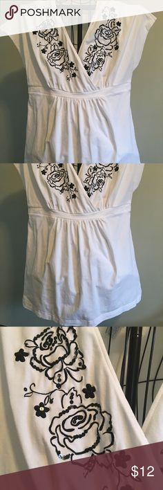Perfect spring top! EUC ladies tunic length lightweight top with black embroidery and embellishments size is 18/20 Fashion Bug Tops Tunics