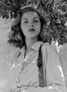 gatabella:Lauren Bacall, 1945                                                                                                                                                                                 More