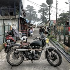 Anil uncles warm welcome in #chardukan He told me to park my bike separately in the middle so everyone can envy it. Lol  Don't miss his wide range of food, like everything is delicious here. Oldest and most happening #cafe in #mussoorie. #prankurrana #motorcycle #royalenfield #helmet #soloride