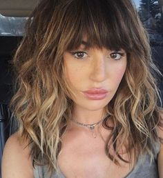 If you want a natural new medium hair cuts with bangs from summer to fall, why not try these medium hair cuts with bangs hair styles or colors? There are a ton of options for you to choose. Hairstyles With Bangs, Lob Haircut With Bangs, Layered Haircuts For Medium Hair With Bangs, Full Fringe Hairstyles, Hair Cuts For Medium Hair With Bangs, Shoulder Length Hair Cuts With Bangs, Curly Hair With Fringe, Haircut Bob, Haircut Medium