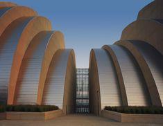 Kauffman Center for the Performing Arts | Safdie Architects #CulturalCenter #KansasCity #KauffmanCenterforthePerformingArts #MichalRonnenSafdie #Music #Opera #SafdieArchitects #theaters #TimHursley #UnitedStates