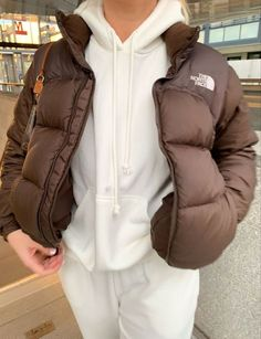 Winter Fashion Outfits, Look Fashion, Winter Outfits, Tomboy Fashion, Trendy Fashion, Face Fashion, Fashion 2020, Fashion Women, Retro Outfits