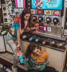 》》》 Friend photoshoot idea - aesthetic slushie machine 💕💙💚 ideas for best friends