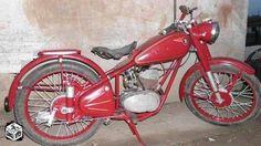 Csepel 125 Old Motorcycles, Bike, Helmets, Bicycles, Vehicles, Bicycle, Hard Hats, Car, Helmet