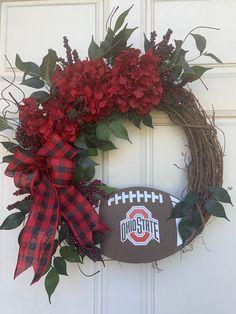 Football Team Wreaths, Buckeyes Football, Sports Wreaths, Ohio State Football, Ohio State University, Football Decor, Football Stuff, Ohio State Decor, Ohio State Wreath