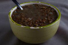 Deze soep uit Griekenland heeft de warme smaak van laurier en is heerlijk voor koude herfst en winteravonden. Lekker met een flink stuk vers brood.