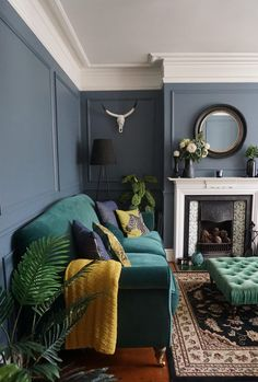 House Interior Living Room - New ideas Dark Living Rooms, Room, Living Room Green, Blue Living Room, Room Inspiration, Green Sofa Living Room, Couches Living Room, Green Couch Living Room, Victorian Living Room