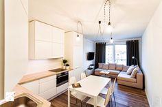 Biała kuchnia + drewniany blat + drewniana podłoga
