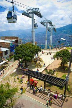 Metrocable en Medellín, Colombia. Mucho más sobre nuestra hermosa Colombia en www.solerplanet.com