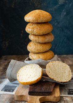Unos panecillos ideales para bocadillos. Sin amasado, sin fermentación, listos en un momento Yogurt, Pan Rapido, Bread, Cookies, Desserts, Food, Dinner Rolls, Breads, Cooking Recipes