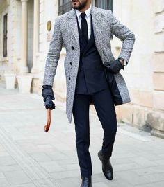 Suit, shirt, tie, coat, shoes and leather gloves.
