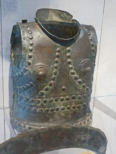 Etruscan bronze Cuirass, 7th or 6th century BCE